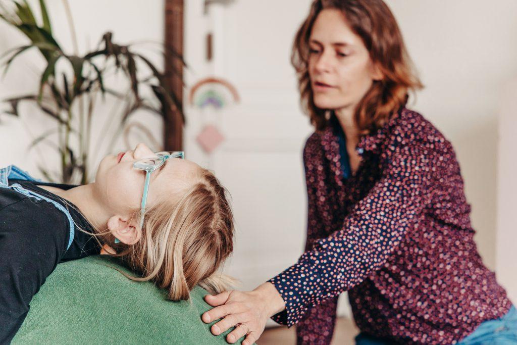 kinderontspanning creeren met kindercoaching in Utrecht Hoograven door holistisch coachen en kunstzinnig coachen af te wisselen met kinderyoga, ademoefeningen en mindfulness bij kinderen
