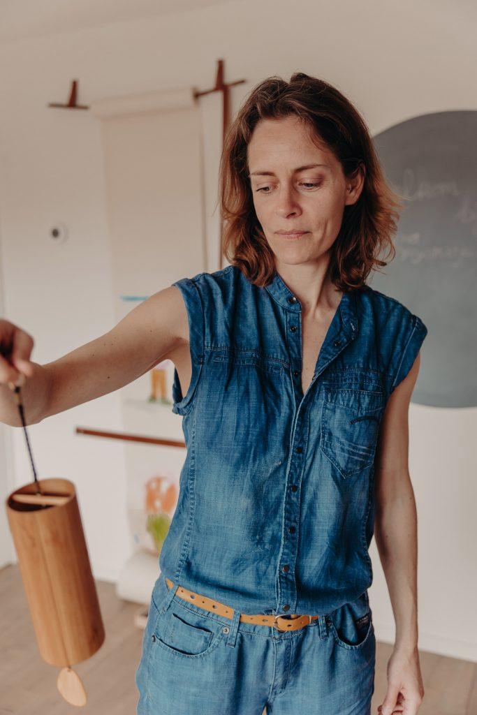als hooggevoelig kind en HSP moeder tot rust komen met yogahoudingen, ademhalingsoefeningen, muziek en creatief coaching in Utrecht Hoograven